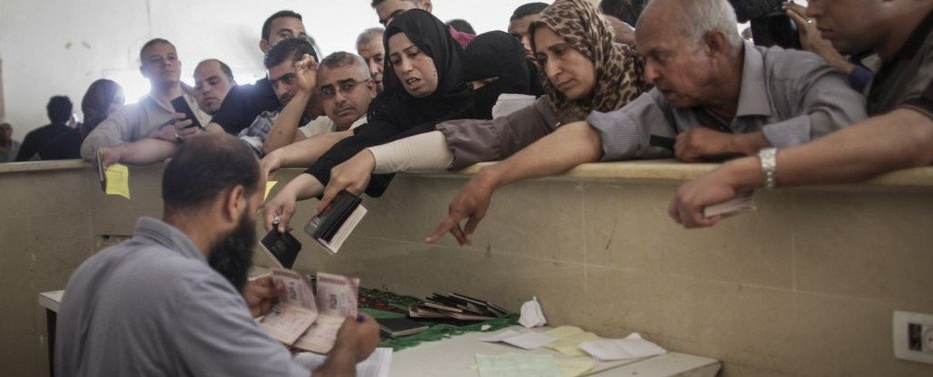 Palestinians from Gaza try to leave through Rafah crossing, extending passports
