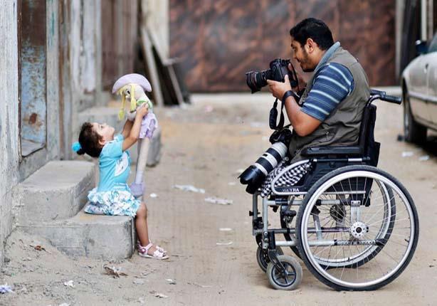 photoprapher in wheelchair taking photograph