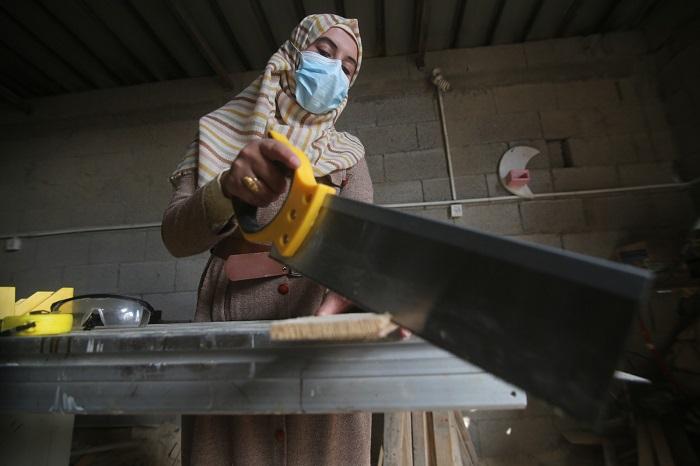 woman using saw